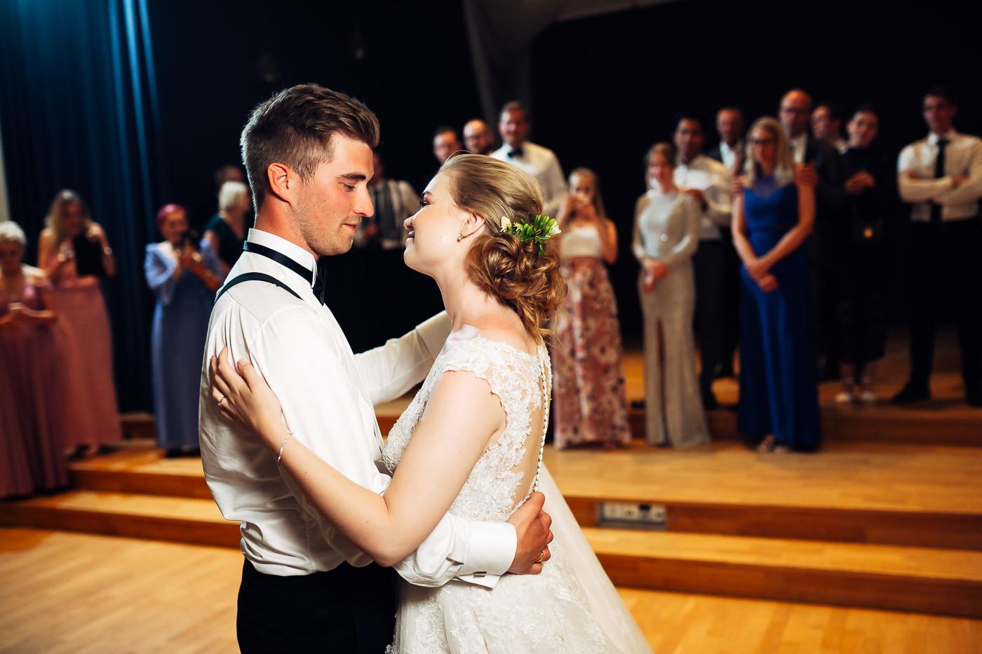 Marte & Mathias - heldagsfotografering i Horten med magisk avslutning Bryllup Dal Gjestegard Horten Vestfold 1