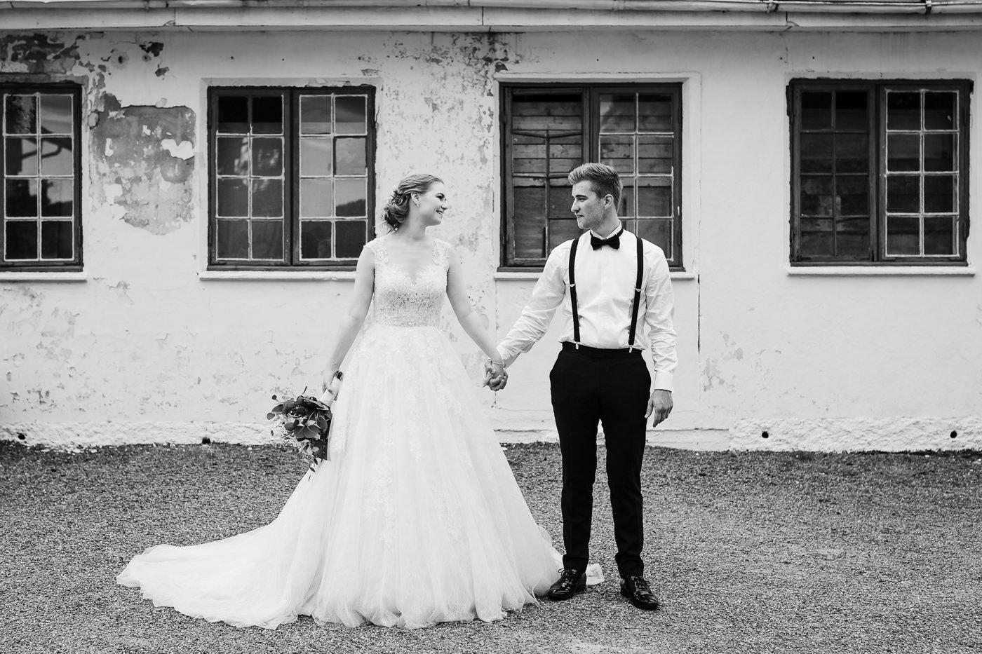 Marte & Mathias - heldagsfotografering i Horten med magisk avslutning Bryllup Dal Gjestegard Horten Vestfold 13