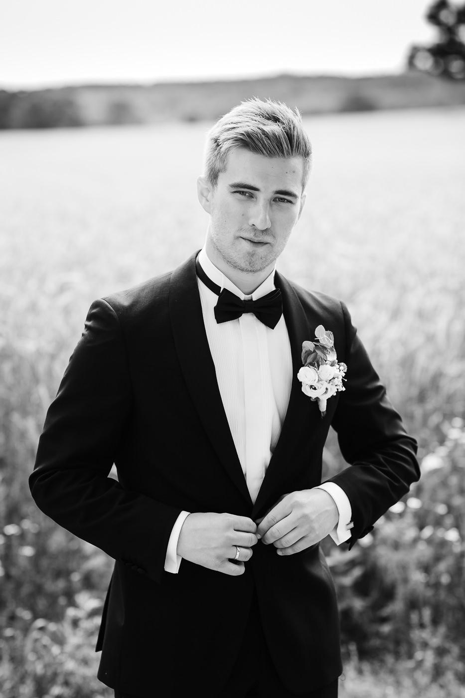 Marte & Mathias - heldagsfotografering i Horten med magisk avslutning Bryllup Dal Gjestegard Horten Vestfold 22