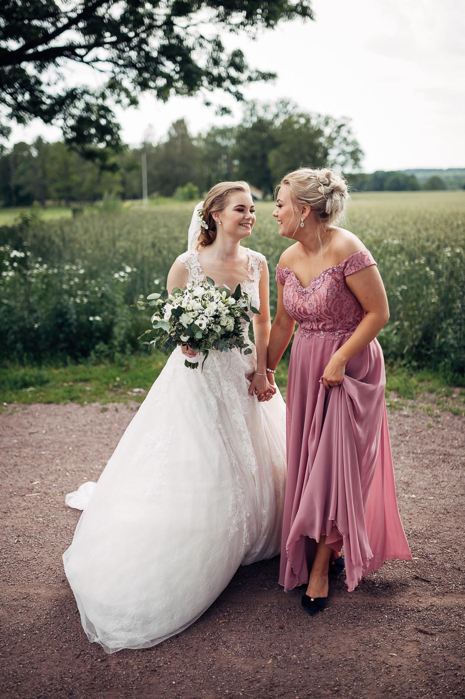 Marte & Mathias - heldagsfotografering i Horten med magisk avslutning Bryllup Dal Gjestegard Horten Vestfold 23