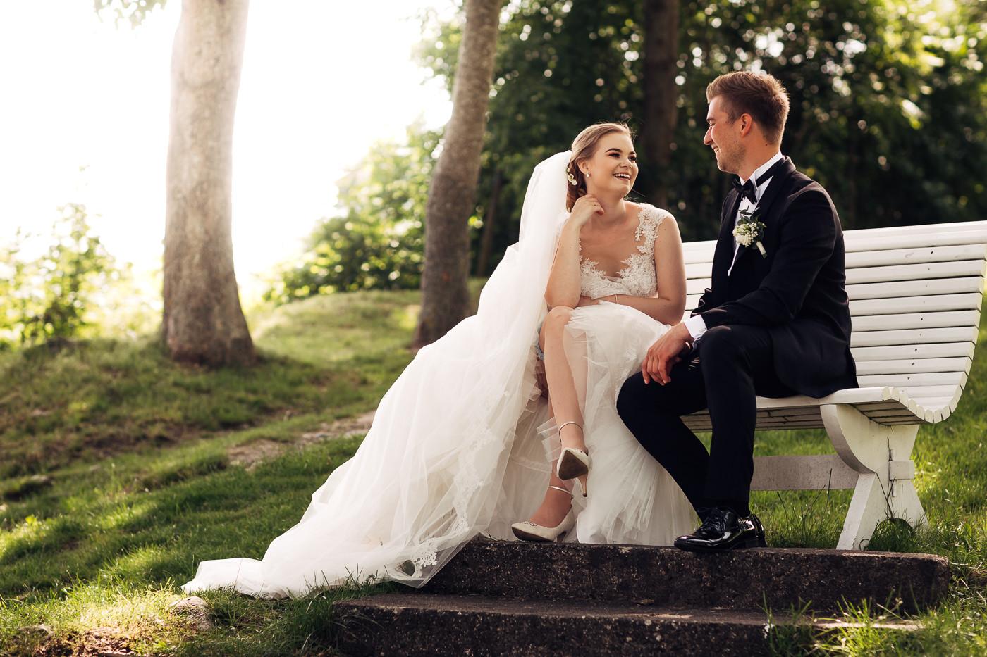 Marte & Mathias - heldagsfotografering i Horten med magisk avslutning Bryllup Dal Gjestegard Horten Vestfold 28