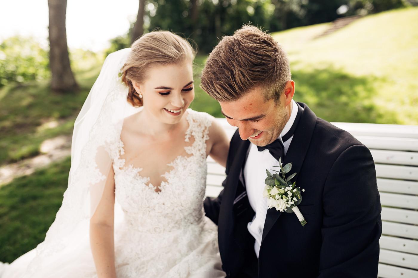 Marte & Mathias - heldagsfotografering i Horten med magisk avslutning Bryllup Dal Gjestegard Horten Vestfold 29