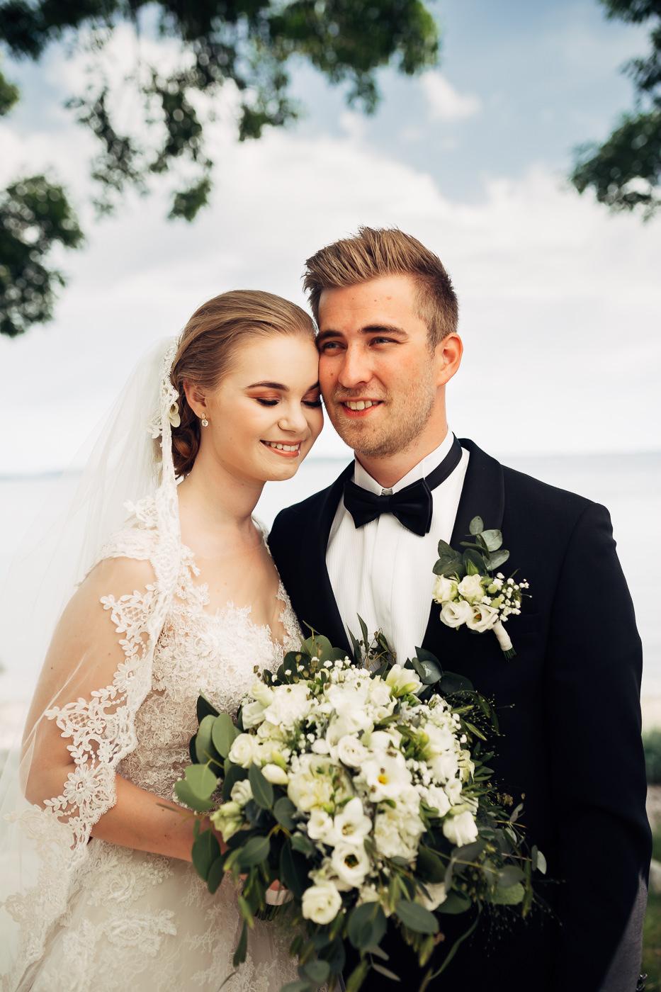 Marte & Mathias - heldagsfotografering i Horten med magisk avslutning Bryllup Dal Gjestegard Horten Vestfold 30