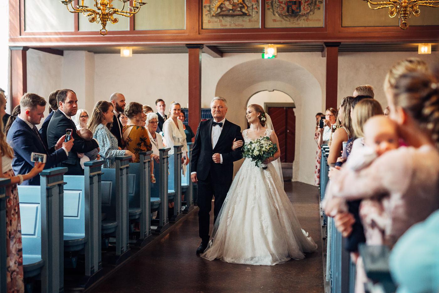 Marte & Mathias - heldagsfotografering i Horten med magisk avslutning Bryllup Dal Gjestegard Horten Vestfold 36