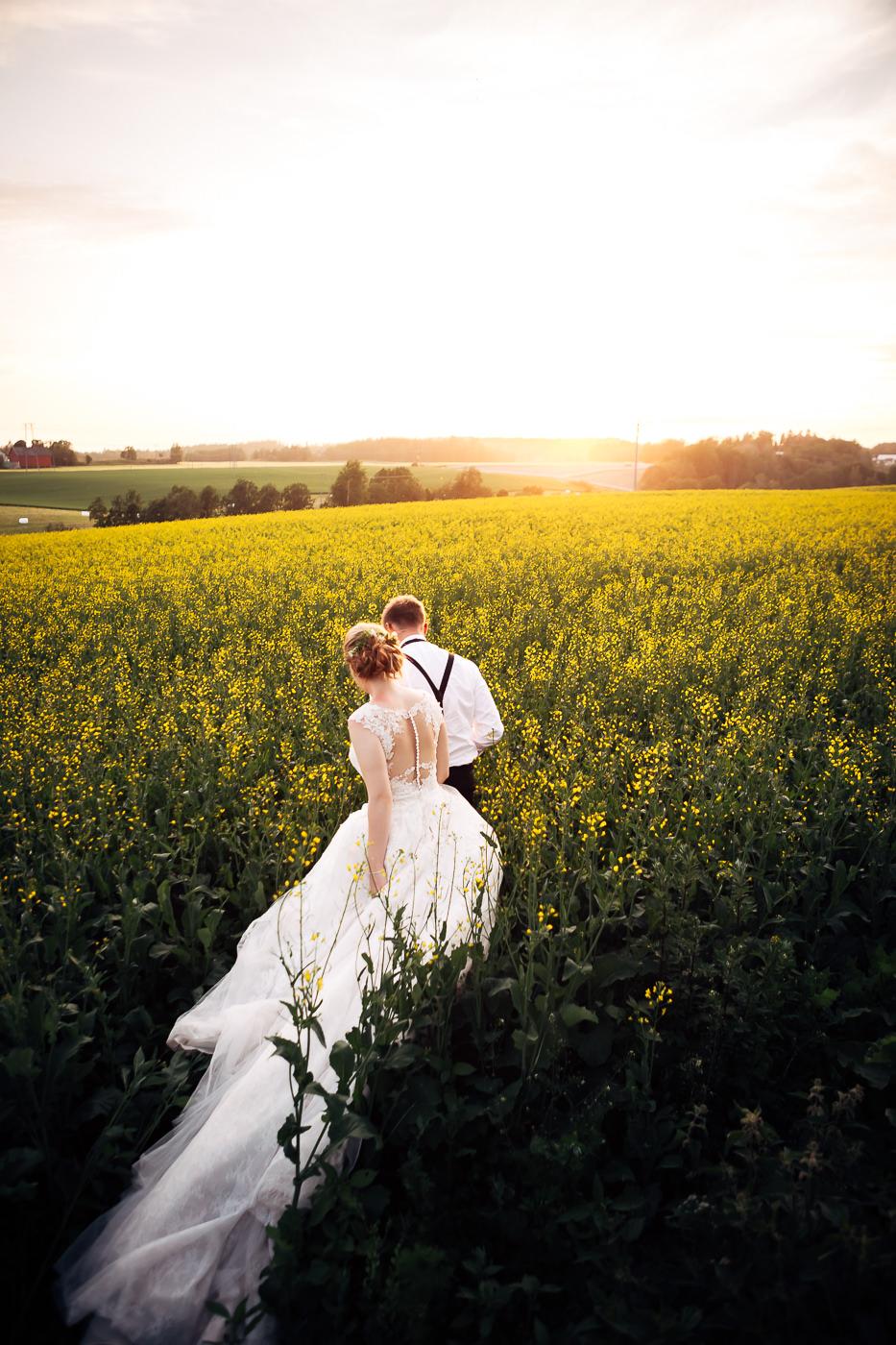 Marte & Mathias - heldagsfotografering i Horten med magisk avslutning Bryllup Dal Gjestegard Horten Vestfold 5