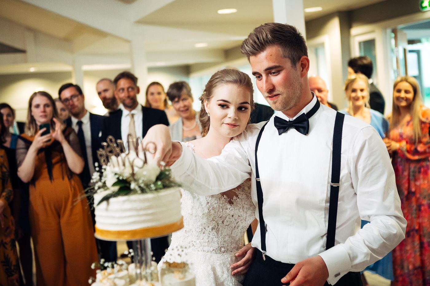 Marte & Mathias - heldagsfotografering i Horten med magisk avslutning Bryllup Dal Gjestegard Horten Vestfold 8