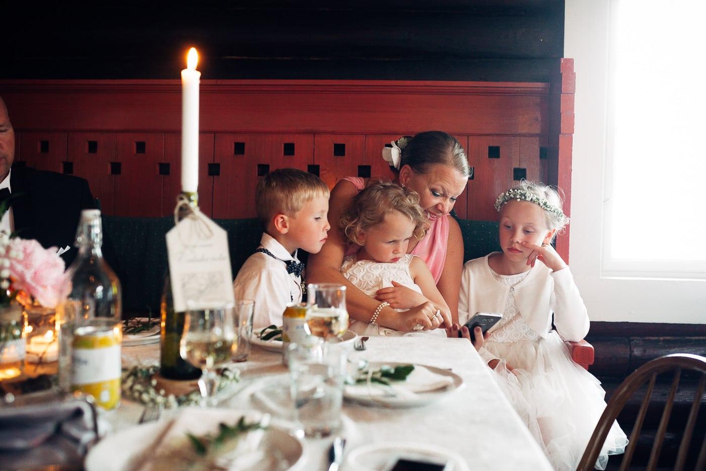 Karoline & Andreas - bryllup i Østfold med magiske detaljer Bryllup Fredrikstad Fotograf 67