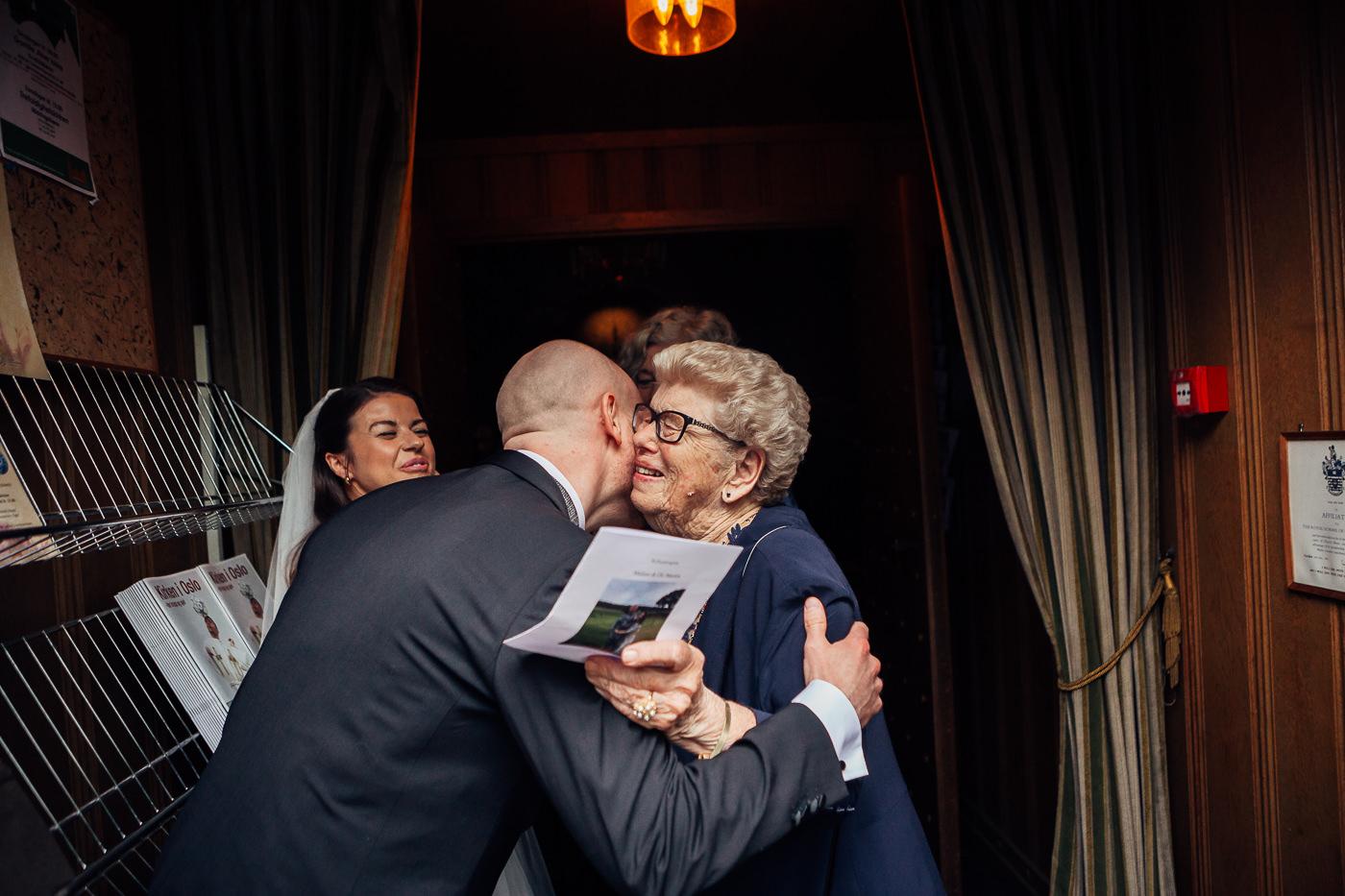 Malene & Ole Martin - elegant dansk- norskt bryllup i Oslo Bryllup Gamle Aker Oslo 47 Akershus