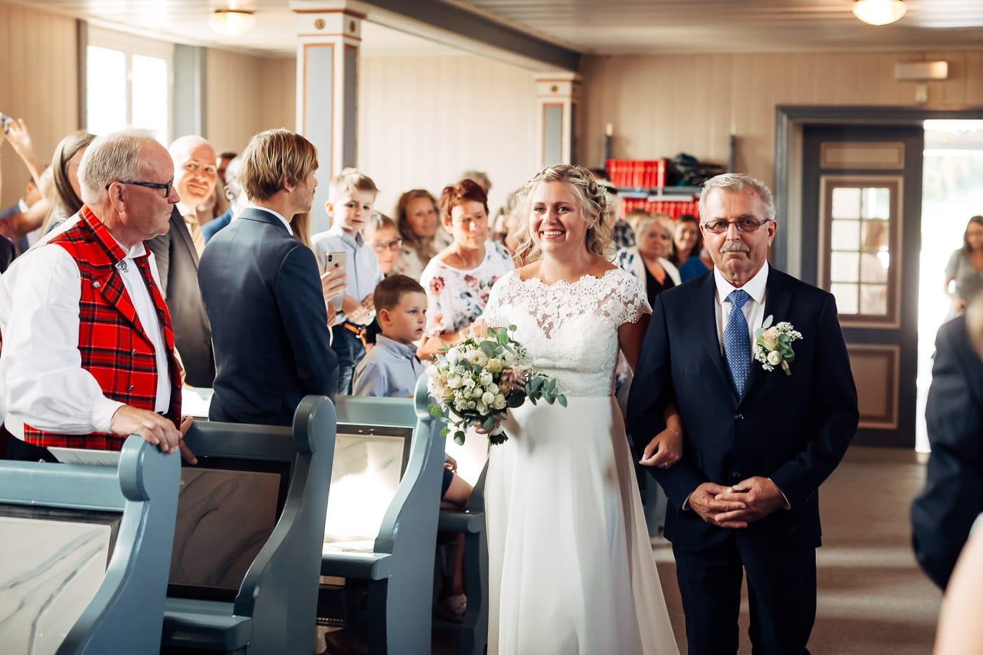 Linn & Frank - rørende og vakkert låvebryllup i Minnesund Bryllupsbilder Minnesund Eidsvoll 23 Brudepar