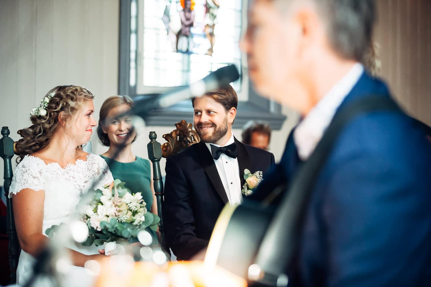 Linn & Frank - rørende og vakkert låvebryllup i Minnesund Bryllupsbilder Minnesund Eidsvoll 26 Brudepar