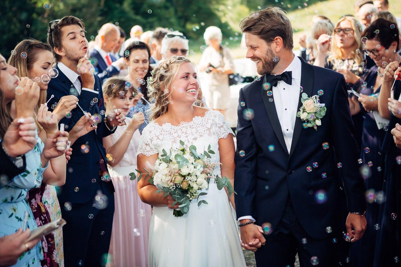 Linn & Frank - rørende og vakkert låvebryllup i Minnesund Bryllupsbilder Minnesund Eidsvoll 29 Brudepar