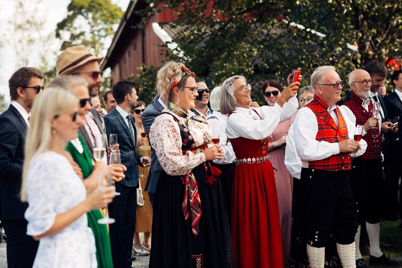Linn & Frank - rørende og vakkert låvebryllup i Minnesund Bryllupsbilder Minnesund Eidsvoll 57 Brudepar