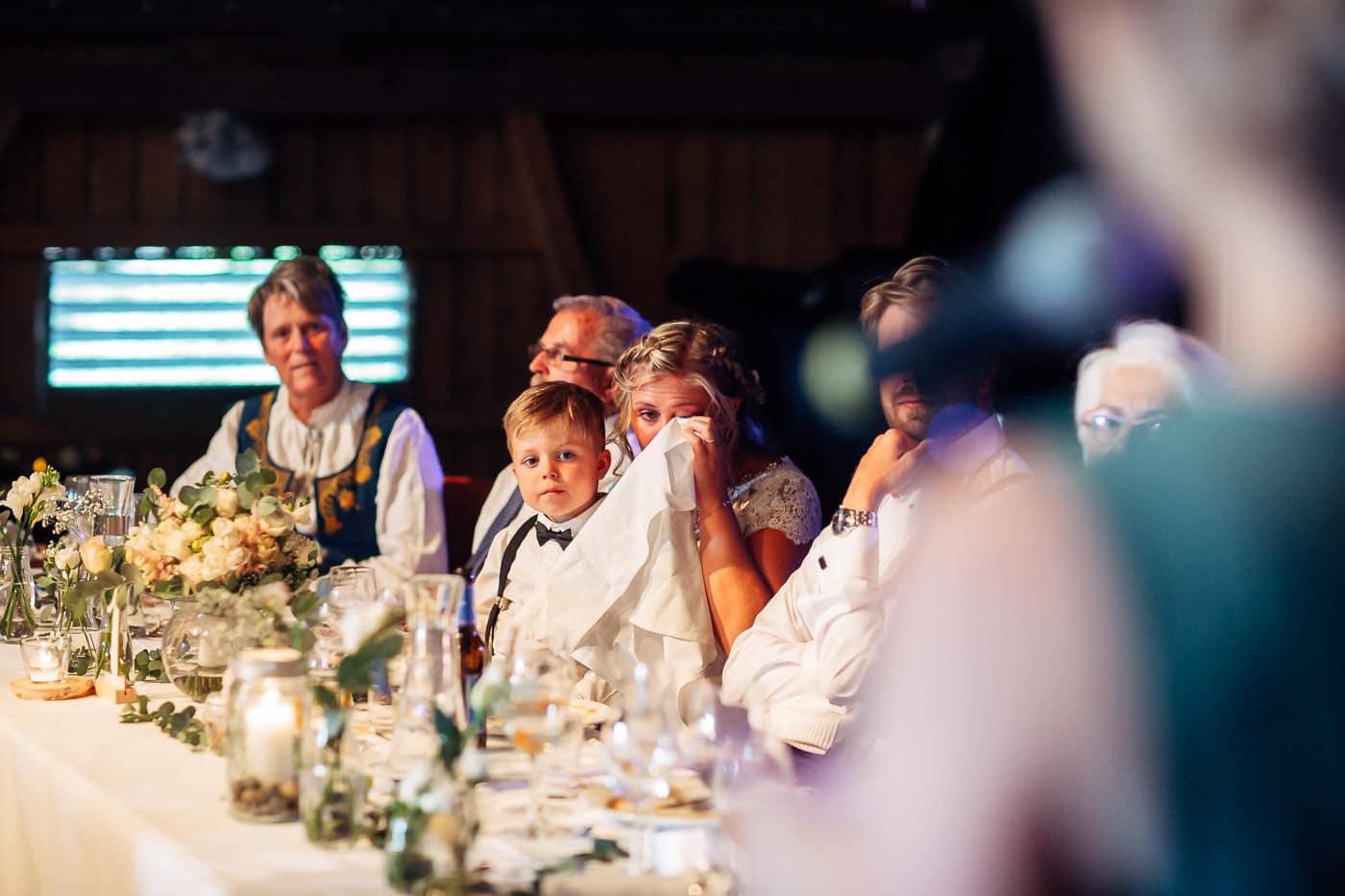 Linn & Frank - rørende og vakkert låvebryllup i Minnesund Bryllupsbilder Minnesund Eidsvoll 75 Brudepar