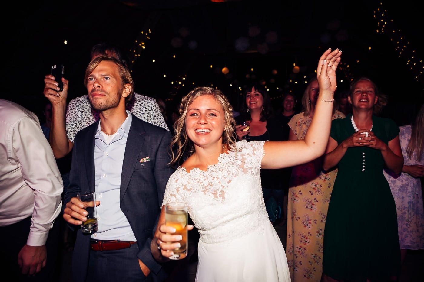 Linn & Frank - rørende og vakkert låvebryllup i Minnesund Bryllupsbilder Minnesund Eidsvoll 95 Brudepar
