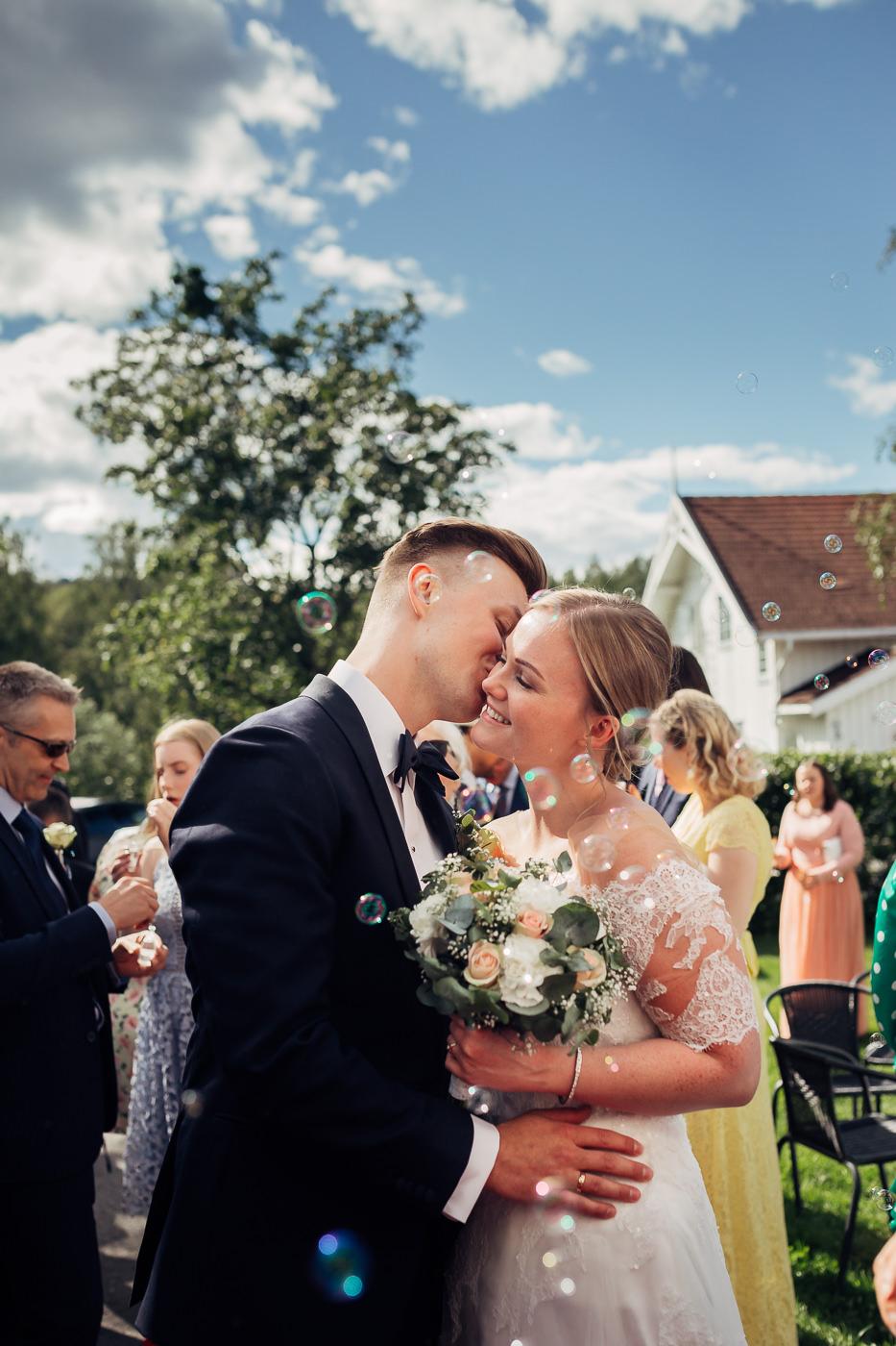 Ida Nathalie & Sebastian  - vakkert junibryllup i Lillestrøm Bryllupsfotograf Hellerud Akershus 11