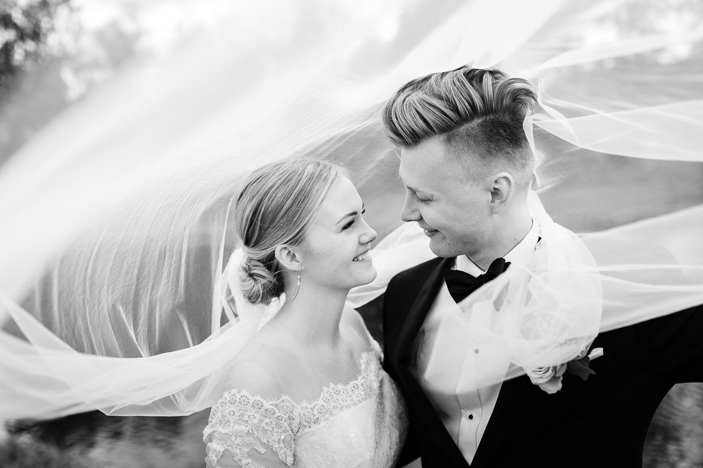 Ida Nathalie & Sebastian  - vakkert junibryllup i Lillestrøm Bryllupsfotograf Hellerud Akershus 16