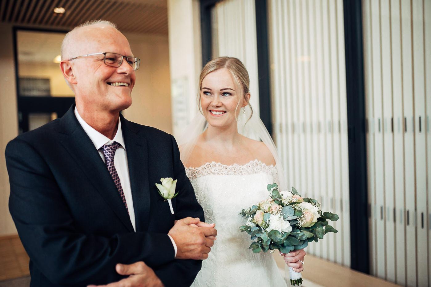Ida Nathalie & Sebastian  - vakkert junibryllup i Lillestrøm Bryllupsfotograf Hellerud Akershus 29