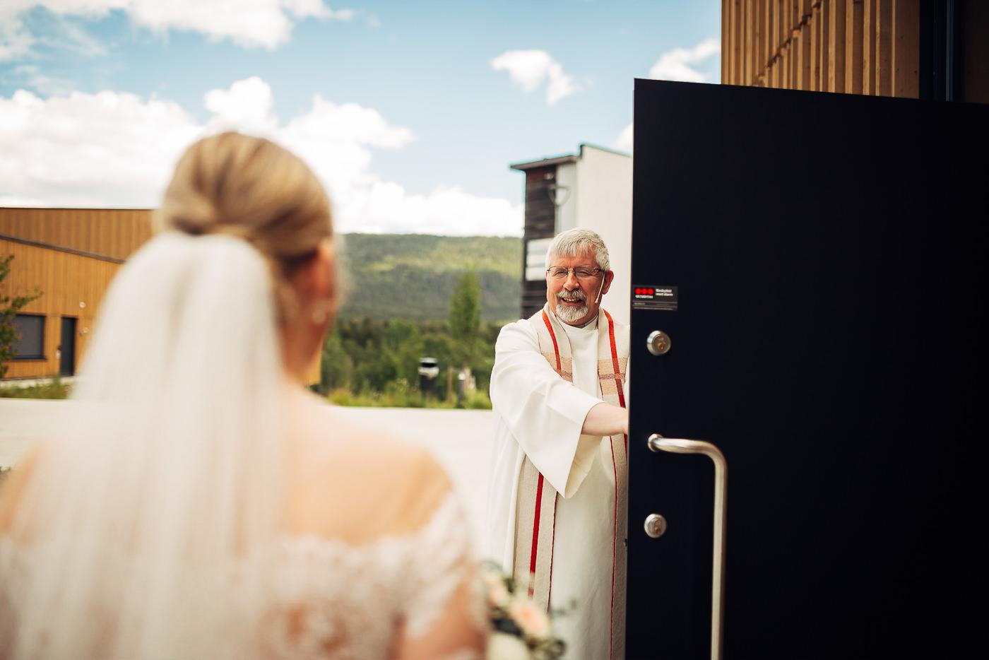 Ida Nathalie & Sebastian  - vakkert junibryllup i Lillestrøm Bryllupsfotograf Hellerud Akershus 32