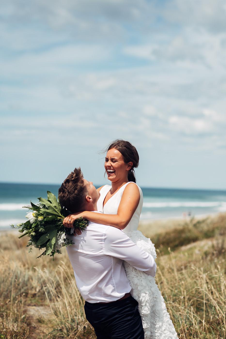 Anne-Hilde & Pieter - januarbryllup i slående vakre Tauranga, New Zealand Bryllupsfotograf New Zealand strand 13 Brudepar