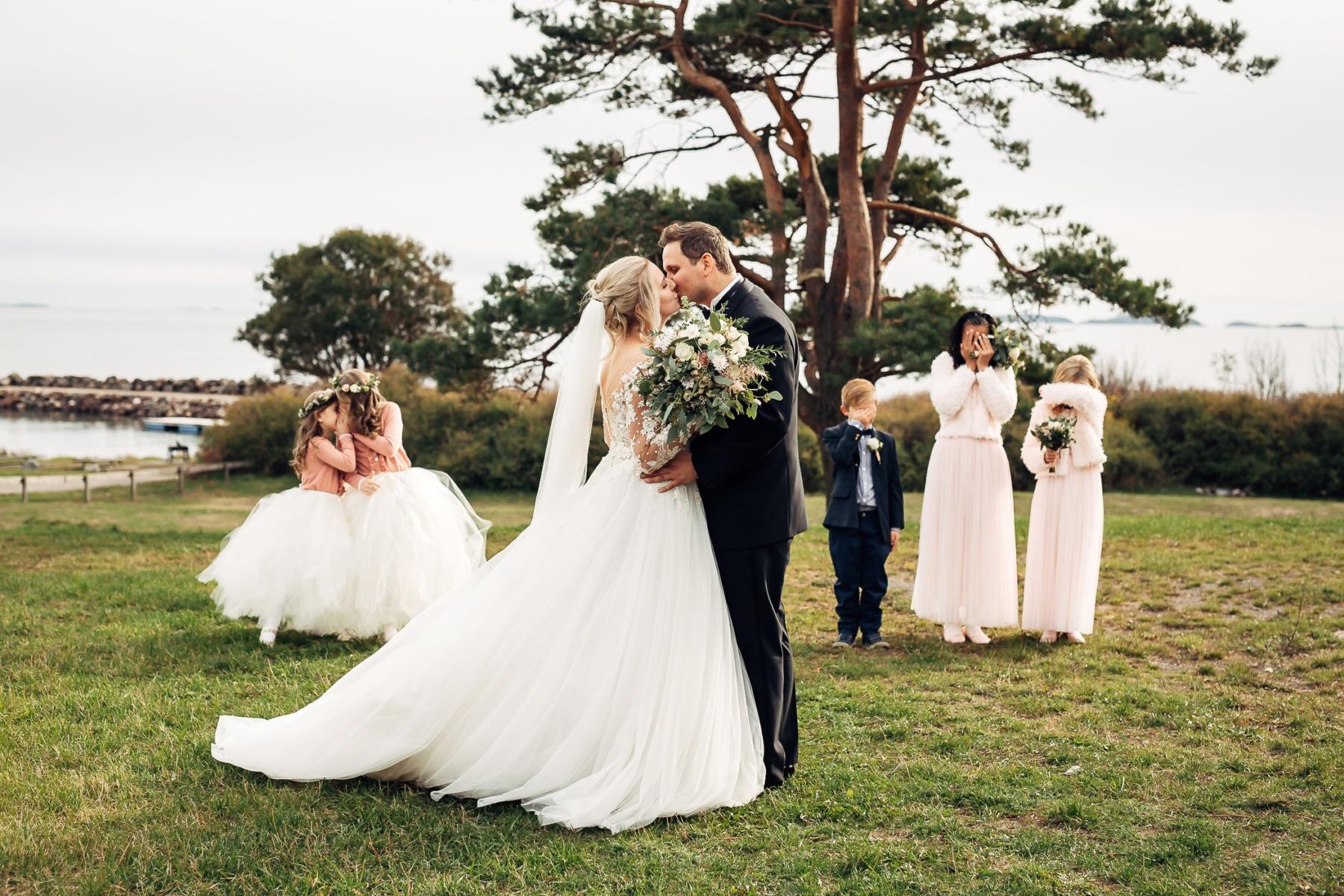 Klara & Stefan - hjertevarmt bryllup i Tønsberg Fotograf bryllup Karlsvik Vestfold 27 Brudepar