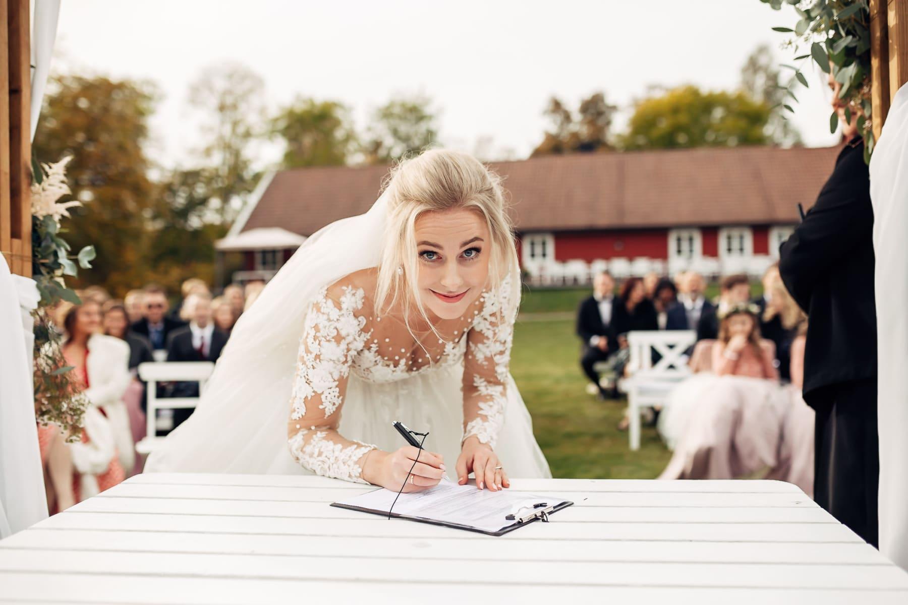 Klara & Stefan - hjertevarmt bryllup i Tønsberg Fotograf bryllup Karlsvik Vestfold 37 Brudepar