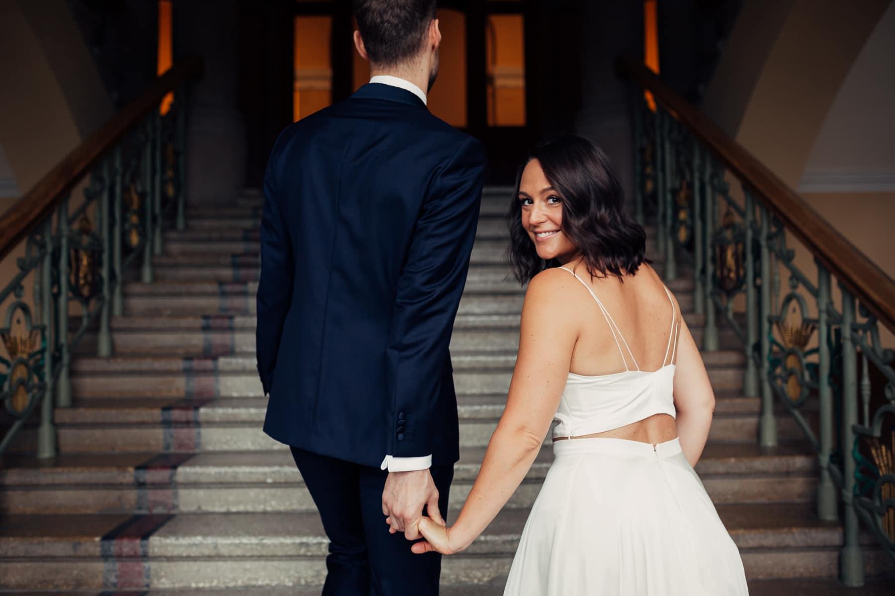 Caroline & Bendik - avslappet og morsomt bryllup i Ski Fotograf bryllup ski 10 Brudepar