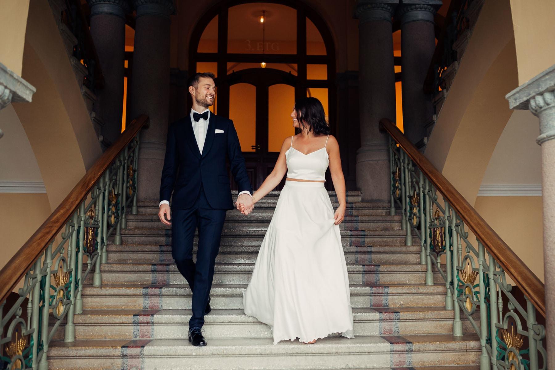 Caroline & Bendik - avslappet og morsomt bryllup i Ski Fotograf bryllup ski 11 Brudepar