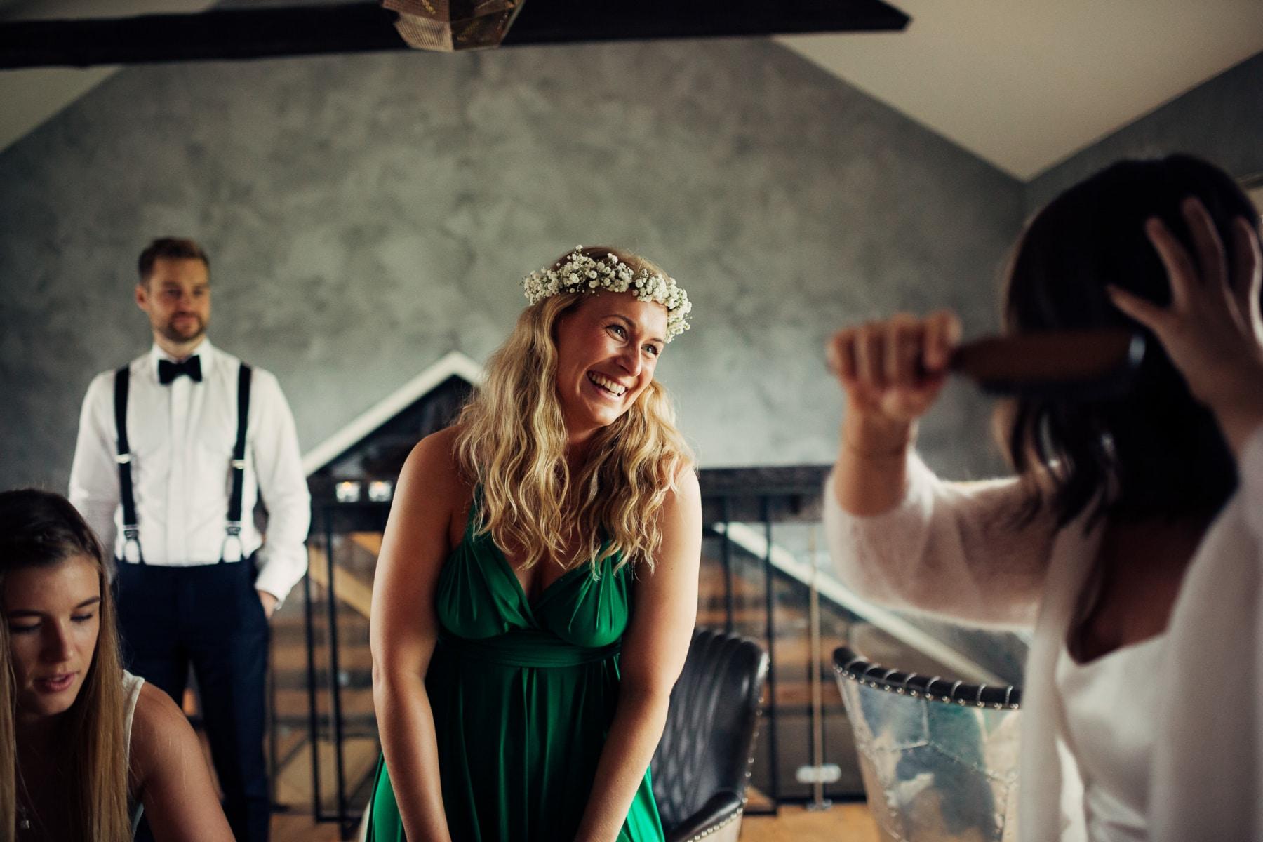 Caroline & Bendik - avslappet og morsomt bryllup i Ski Fotograf bryllup ski 24 Brudepar