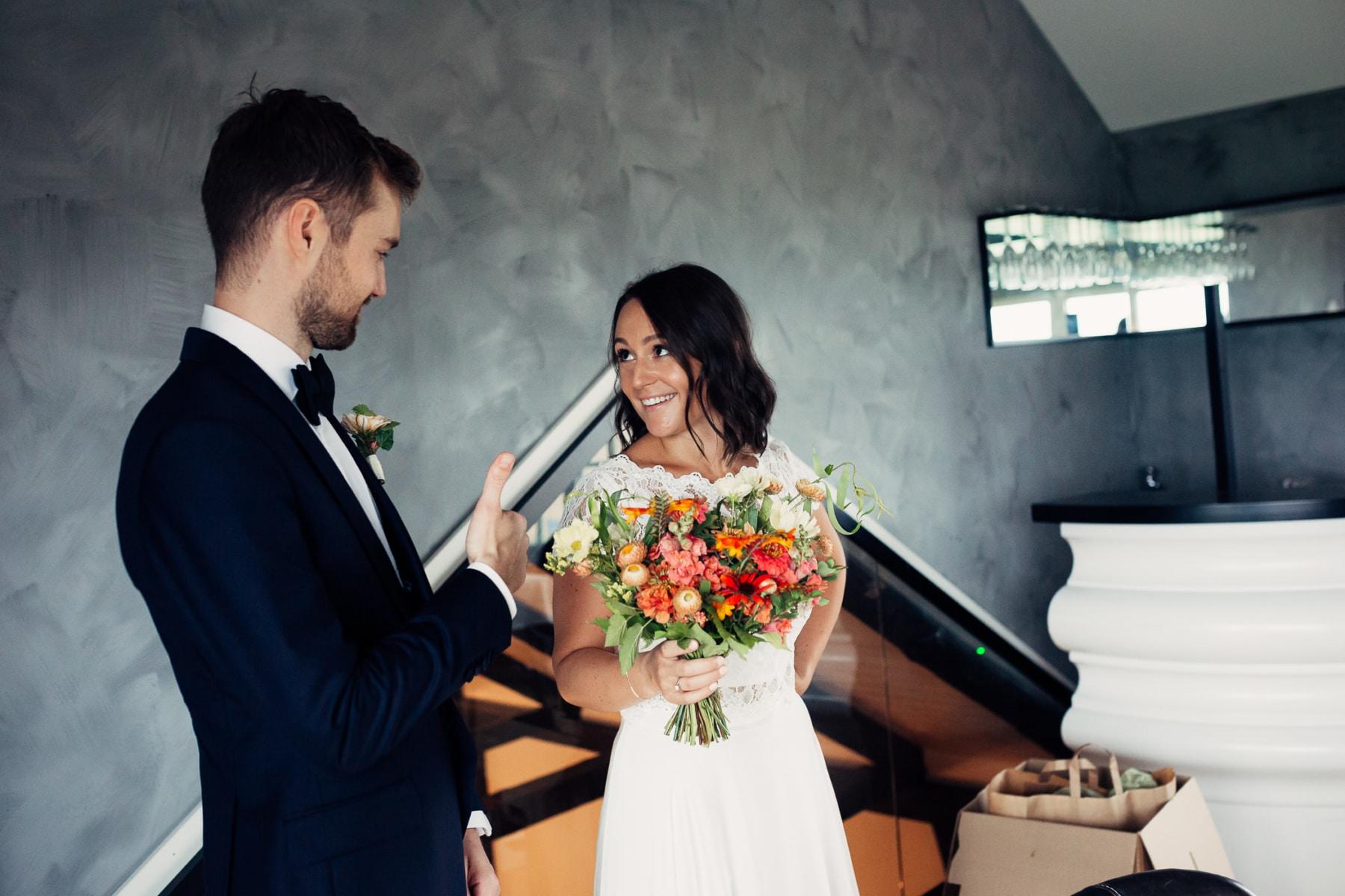Caroline & Bendik - avslappet og morsomt bryllup i Ski Fotograf bryllup ski 27 Brudepar