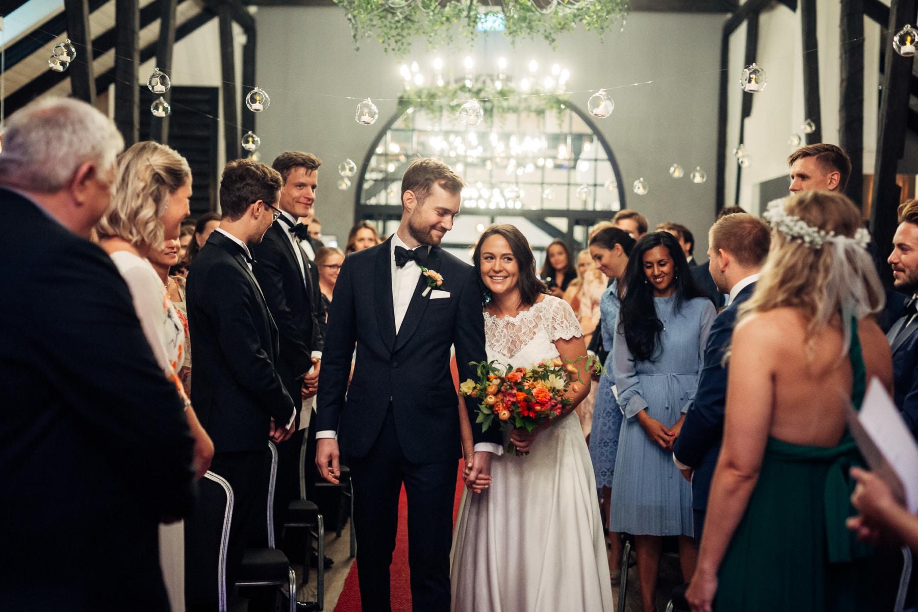 Caroline & Bendik - avslappet og morsomt bryllup i Ski Fotograf bryllup ski 29 Brudepar