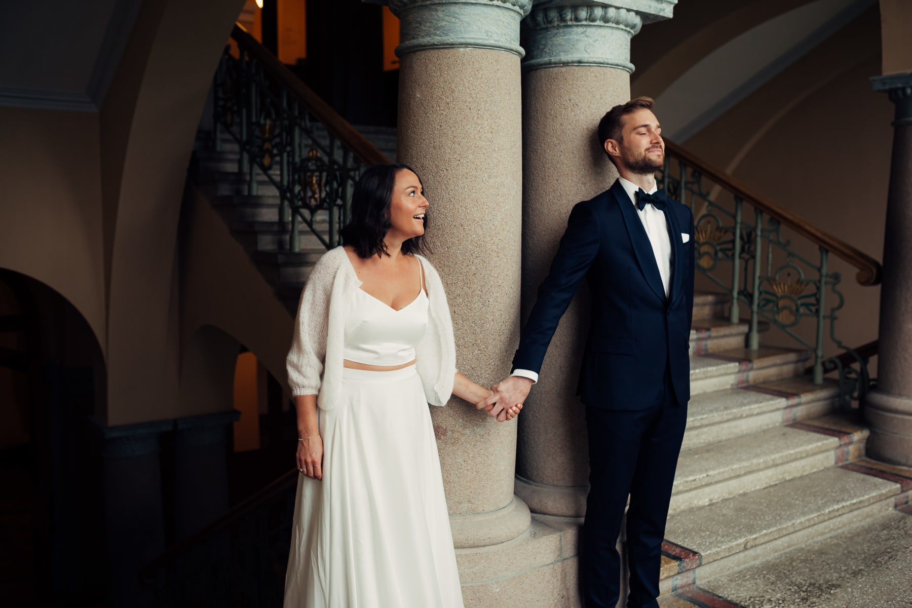 Caroline & Bendik - avslappet og morsomt bryllup i Ski Fotograf bryllup ski 6 Brudepar