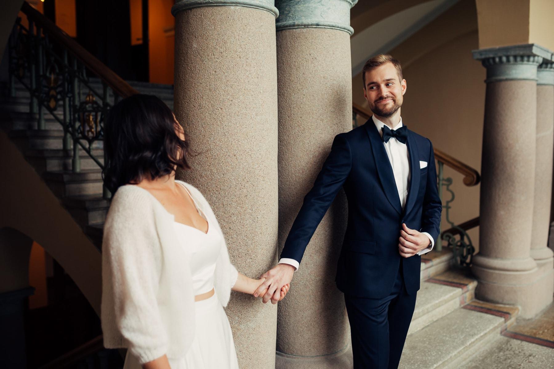 Caroline & Bendik - avslappet og morsomt bryllup i Ski Fotograf bryllup ski 7 Brudepar