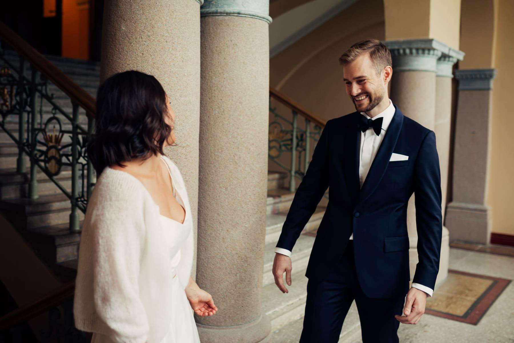 Caroline & Bendik - avslappet og morsomt bryllup i Ski Fotograf bryllup ski 8 Brudepar