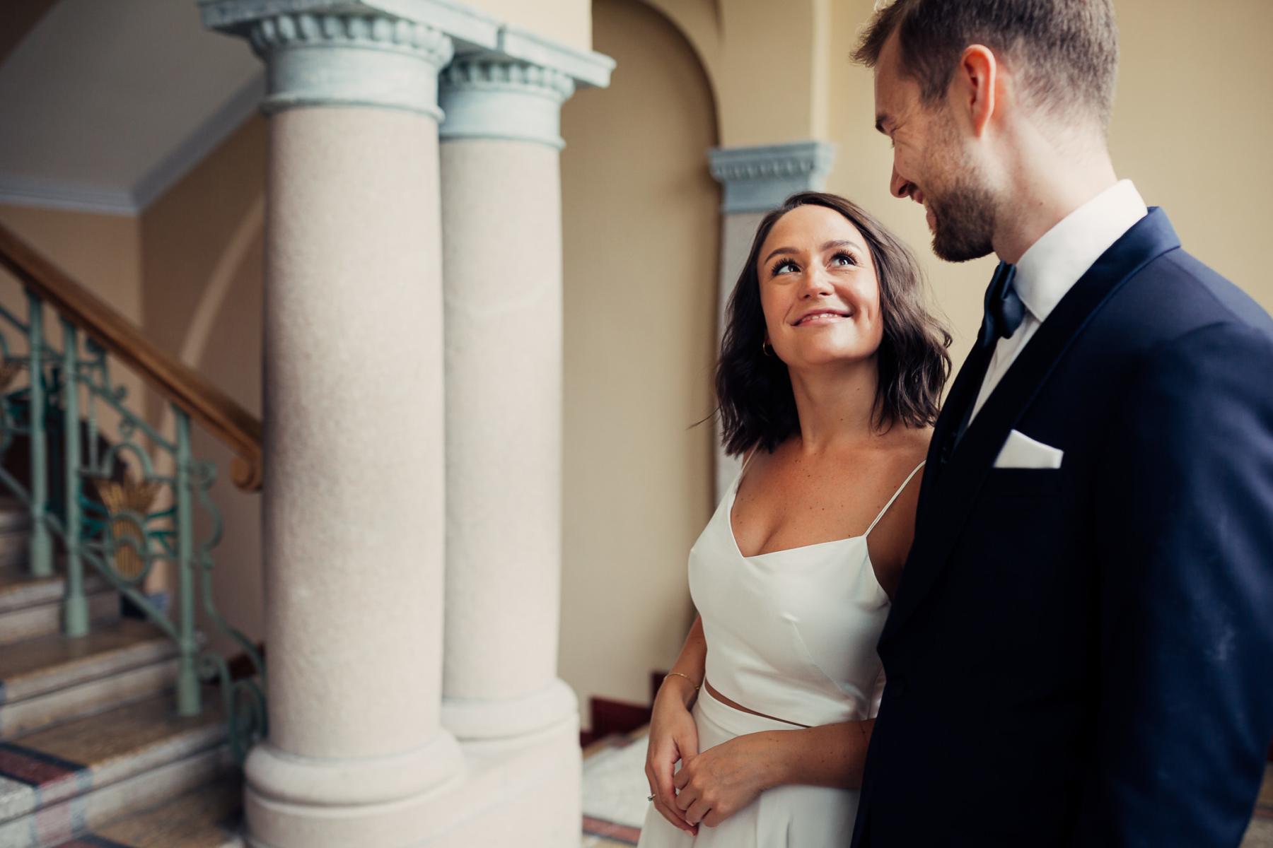 Caroline & Bendik - avslappet og morsomt bryllup i Ski Fotograf bryllup ski 9 Brudepar