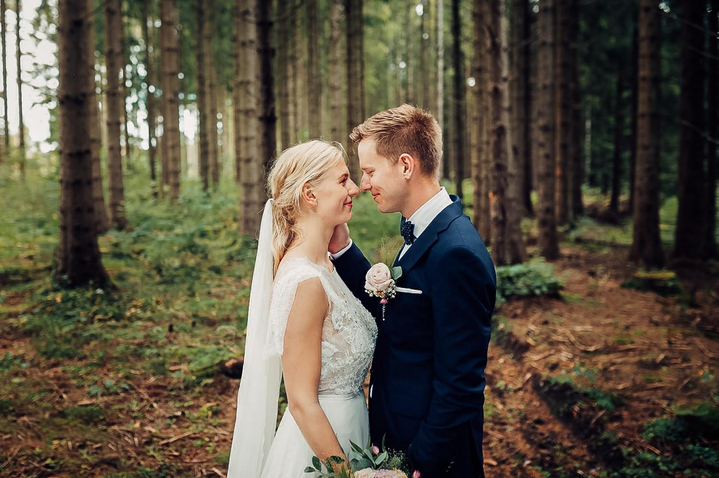 Karianne & Kent - sommerlig heldagsfotografering i Stavern Sommerbryllup Stavern Vestfold 20 Brudepar