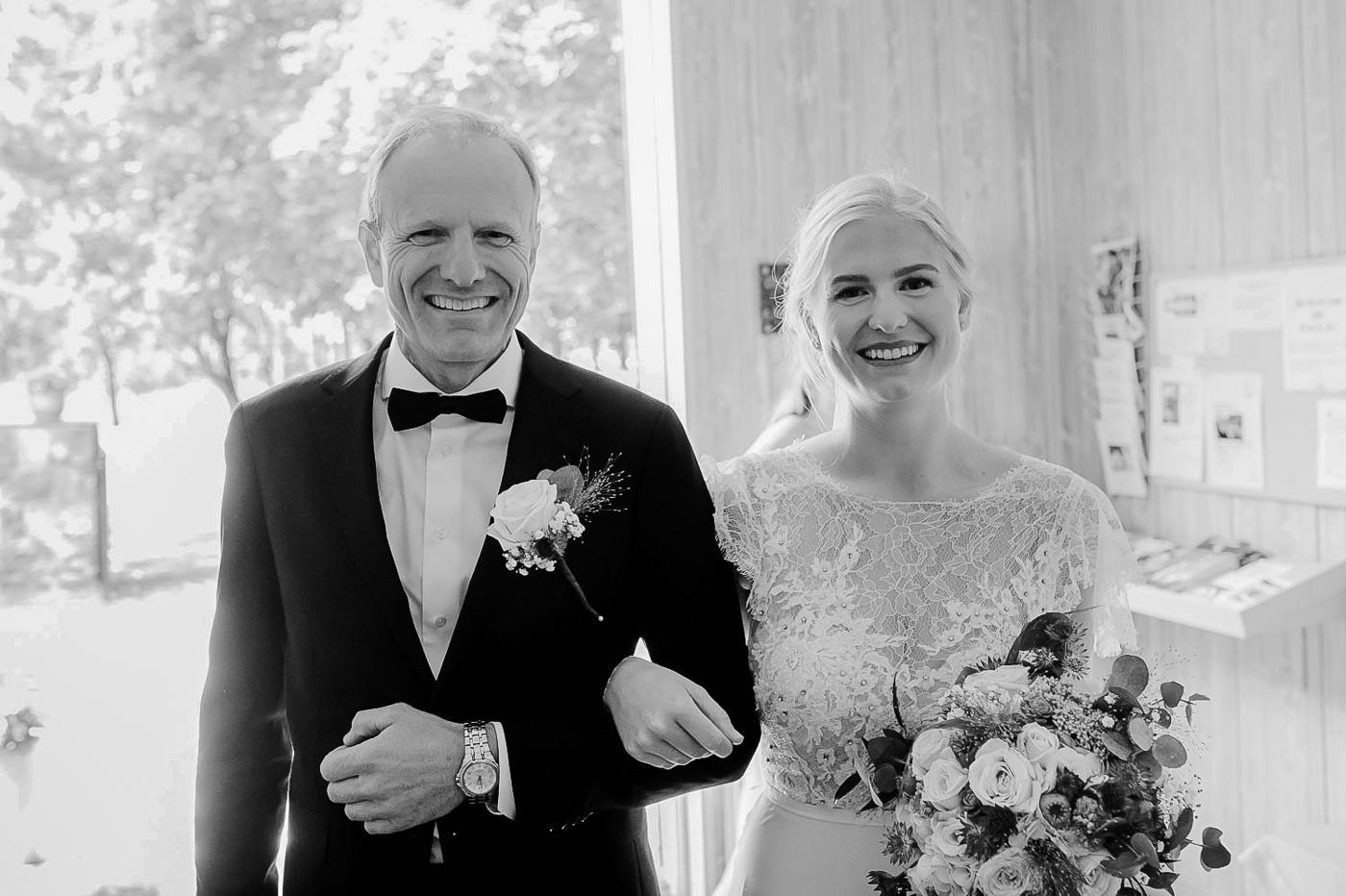 Karianne & Kent - sommerlig heldagsfotografering i Stavern Sommerbryllup Stavern Vestfold 6 Brudepar