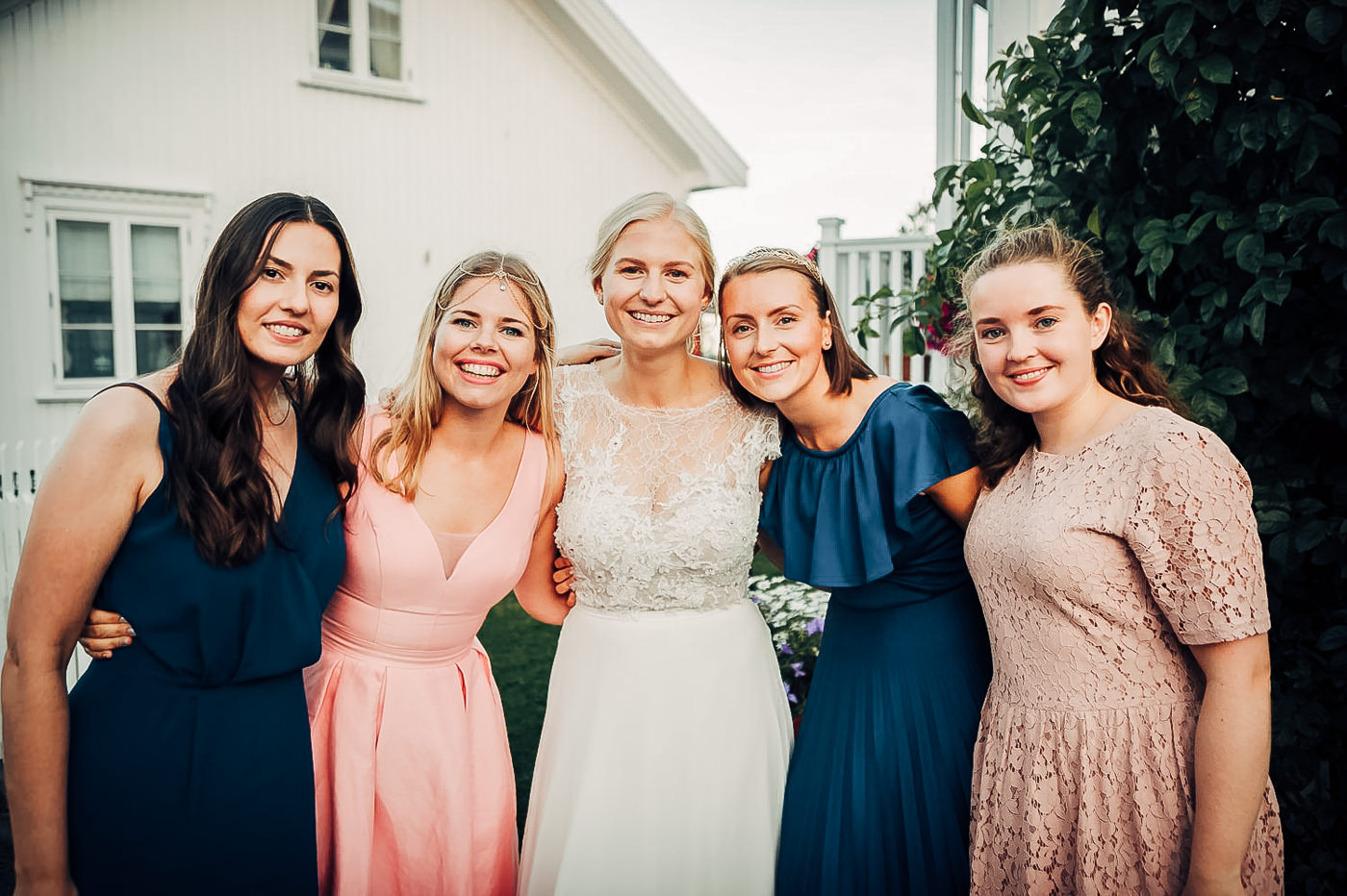 Karianne & Kent - sommerlig heldagsfotografering i Stavern Sommerbryllup Stavern Vestfold 8 Brudepar